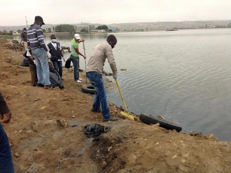 Campanha de Limpeza na Berma do Lago Salgado Habitah do Falmingos