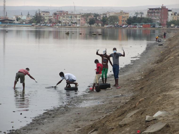 Campanha de limpeza no Lago Salgado e Mangal