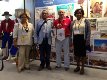 Troca Galhardetes em Lisboa Convencao Internacional