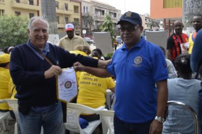 Entrega do Galhardete ao Companheiro do Rotary Clube De Portugal