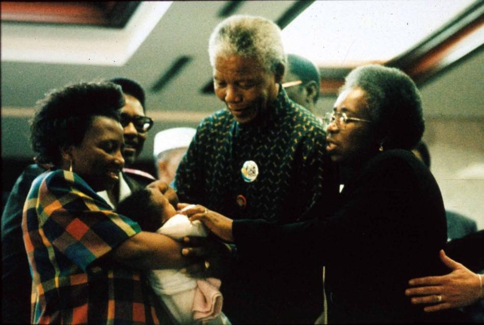 Nelson Mandela vacinando contra a POLIO