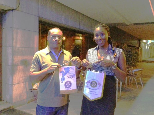 Troca de Flamulas com Rotary Club de Maputo - Mocambique