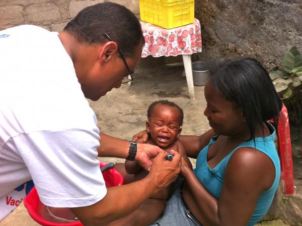 RCL participando como vacinadores na campanha contra a Polio -Morro da Radio -Lobito