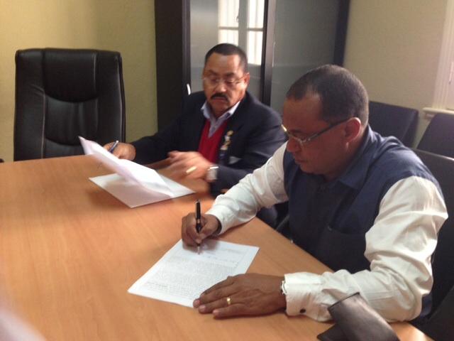 Manuel Correia e Jorge Crisostomo na assinatura da Escritura Pública do Clube