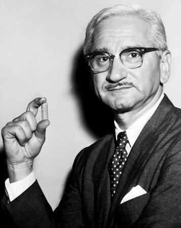 Albert  Sabin - médico que descobriu a vacina contra a Poliomielite