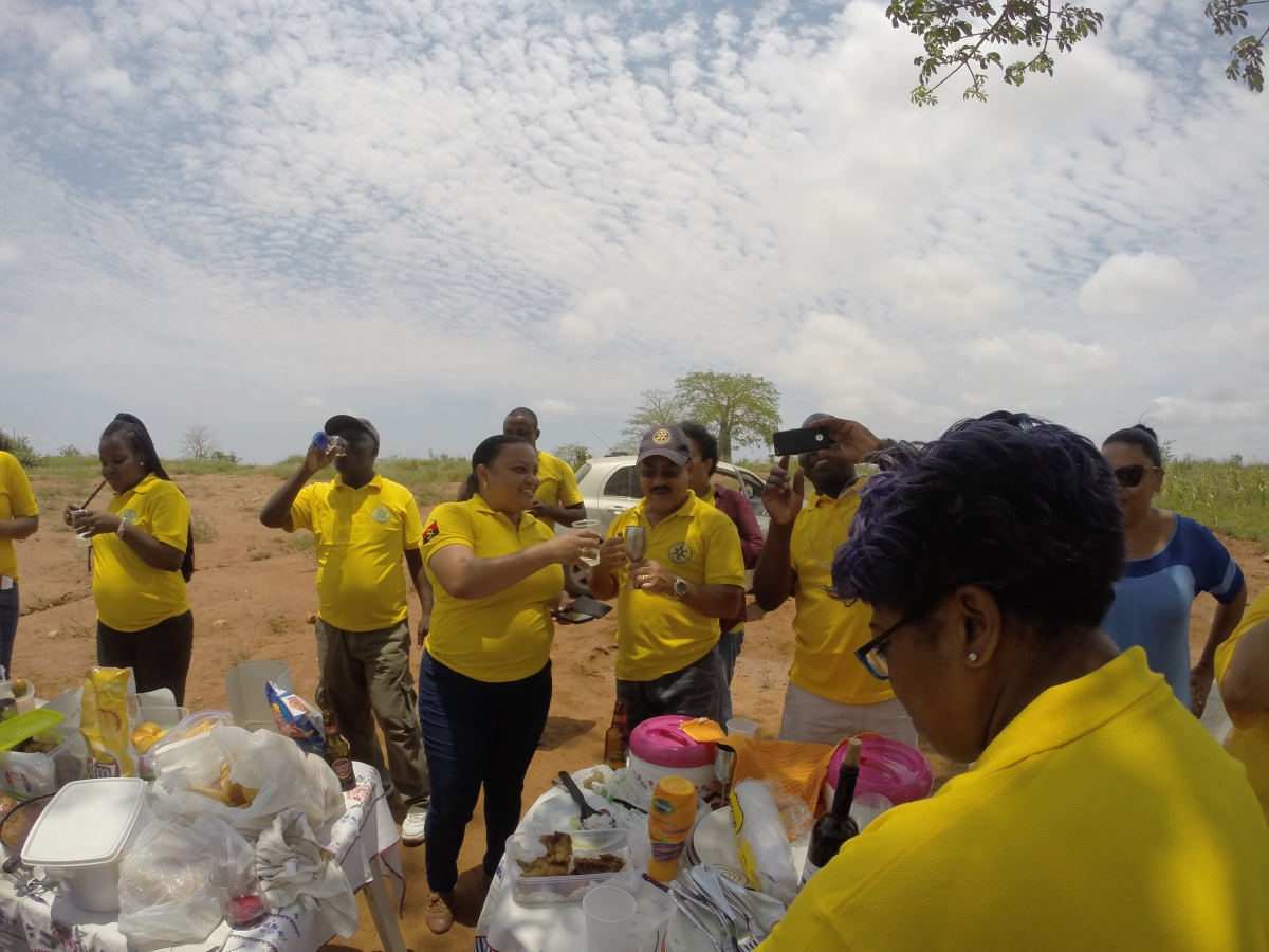 Brinde ao terceiro aniversario do Rotary Clube do Lobito
